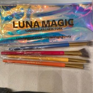 Luna magic brushes